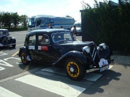 ストーンヘンジで見かけたクラシックカー.JPG