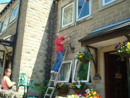 窓ガラスの掃除は男の仕事.JPG